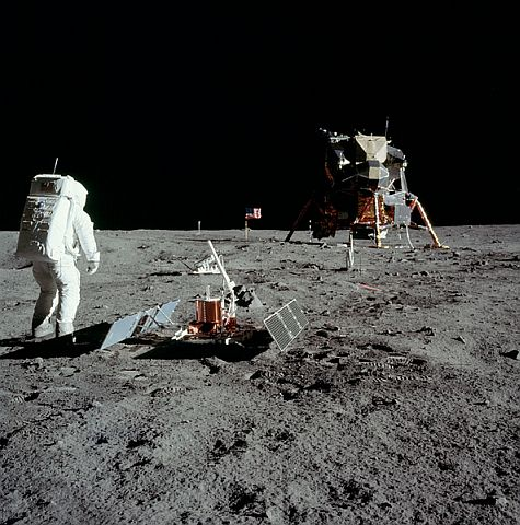 apollo11-moon-landing-1