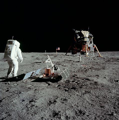apollo11-moon-landing-1